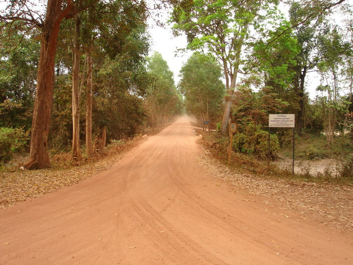アンコール遺跡群の未舗装路