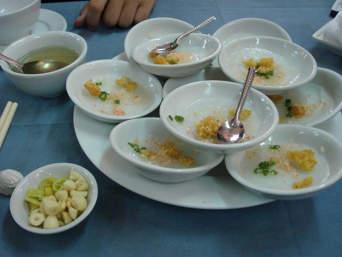 フエ料理(いわばベトナムの宮廷料理)