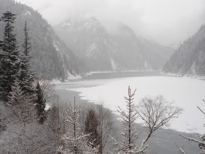 雪の九寨溝