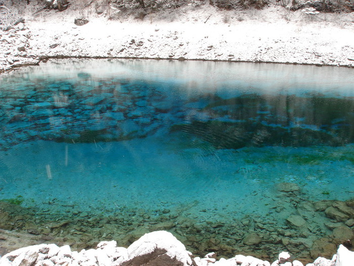 九寨溝の澄んだ水