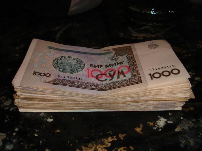 これで50ドルの価値しかないウズベキスタンのスム札束