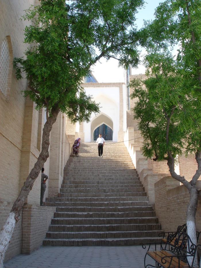 シャーヒズィンダ廟群の天国への階段のサムネイル画像