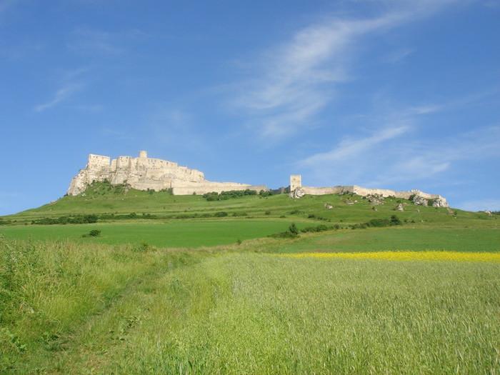 雄大な姿が特徴のスピシュ城
