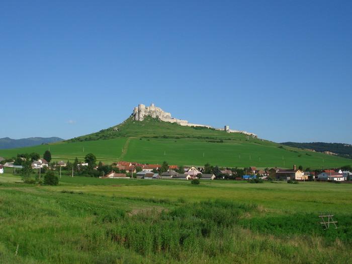 小高い丘にあるスピシュ城