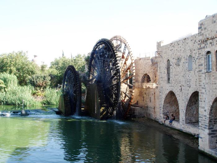 シリアのハマにある世界最大の水くみ水車