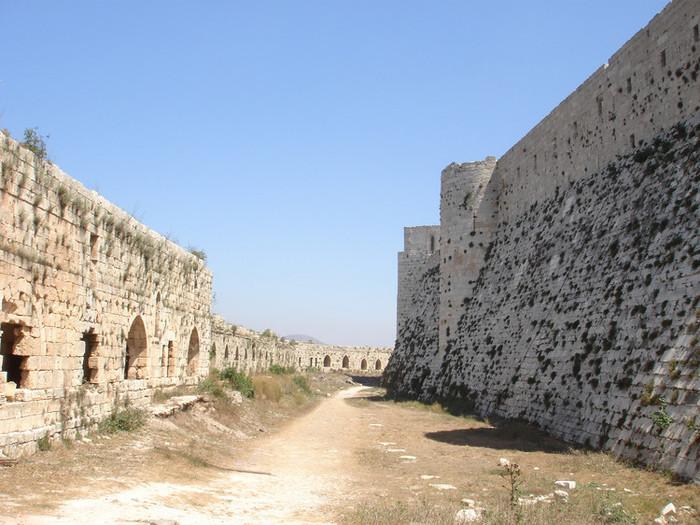 クラック・デ・シュバリエの二重城壁