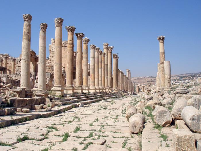ジェラシュ遺跡の列柱回廊