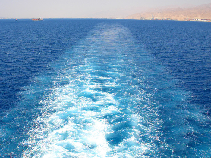 紅海の蒼い海