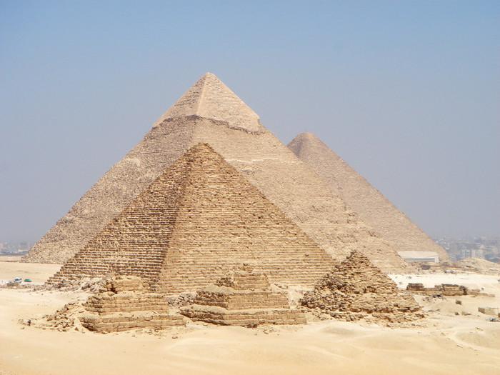 ピラミッドの綺麗な三角形