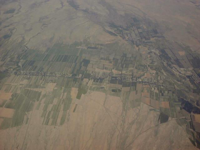 砂漠の中の町(航空写真)