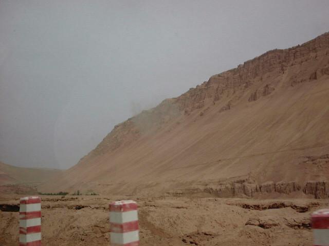 岩と砂の山