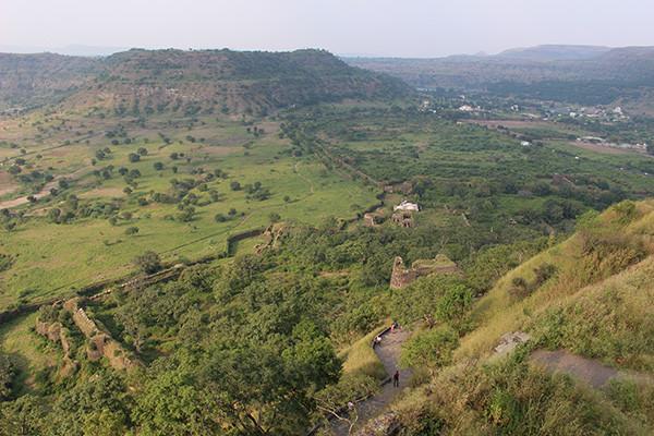 ダウラターバード要塞の頂上から見る景色