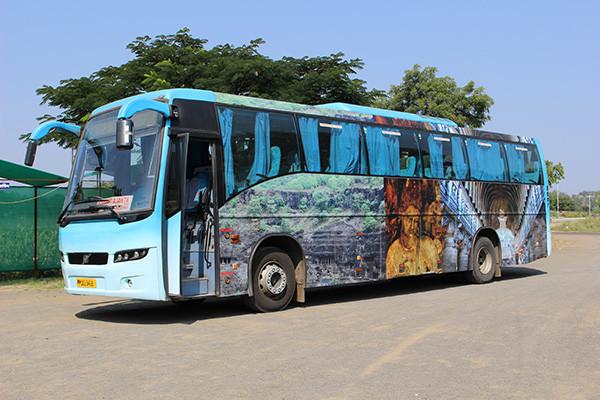 アジャンターへ行くツアーバス