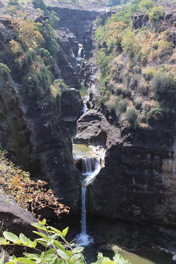 アジャンター石窟群の多段滝